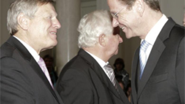 Der ehemalige Bundestagsabgeordnete Helmut Sauer bedankt sich für den Besuch des Ehrengastes, Vizekanzler und Bundesminister des Auswärtigen Dr. Guido Westerwelle MdB.