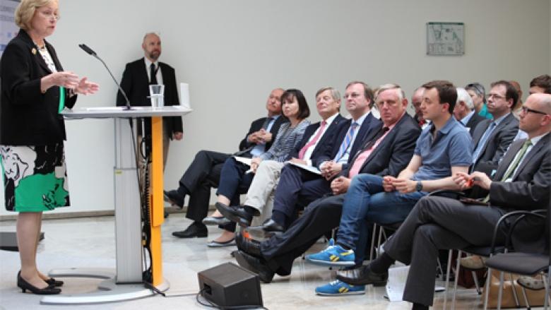 Die Vorsitzende der Frauen Union Prof. Dr. Böhmer eröffnet die Veranstaltung