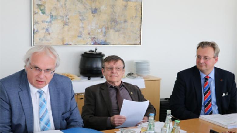 (v.l.): Hauptgeschäftsführer Klaus Schuck mit den stellvertretenden Bundesvorsitzenden Rüdiger Goldmann und Heiko Schmelzle MdB