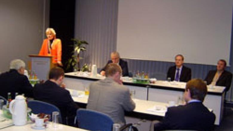 Erika Steinbach, MdB spricht zu den Teilnehmern