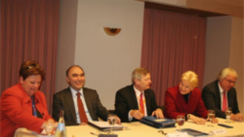(v.l.n.r.): Iris Ripsam, StS Dr. Christoph Bergner MdB, Erika Steinbach MdB und OMV-Hauptgeschäftsführer Dipl.-Vw. Klaus Schuck.