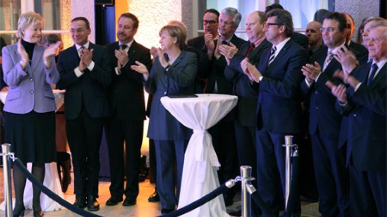 (v.l.n.r.) Erika Steinbach MdB, Oliver Dix, Dr. Bernd Fabritius, Dr. Angela Merkel MdB, Christian Knauer, Klaus Brähmig MdB, Georg Schmid MdL, Dr. Hans-Peter Friedrich MdB, Helmut Sauer und Arnold Tölg