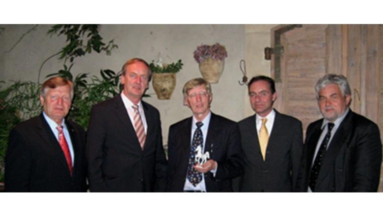 (v.l.n.r.) Helmut Sauer, Rudolf Götz MdL, Generalkonsul Dr. Helmut Schöps,  Oliver Dix und Prof. Dr. Berndhard Parisius