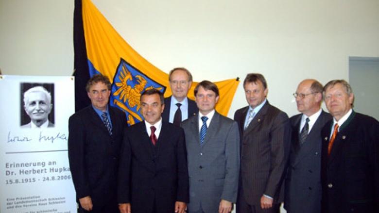 Bei der Ausstellungseröffnung in Görlitz: (v.l.n.r.) Dr. Markus Bauer, Volker Bandmann MdL, Dr. Klaus Schneider, Prof. Dr. Michael Pietsch Joachim Paulick, Georg Janovsky und Helmut Sauer