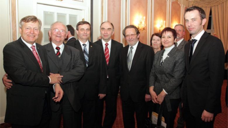 BdV-Vizepräsident Helmut Sauer begrüßt seine schlesischen Landsleute