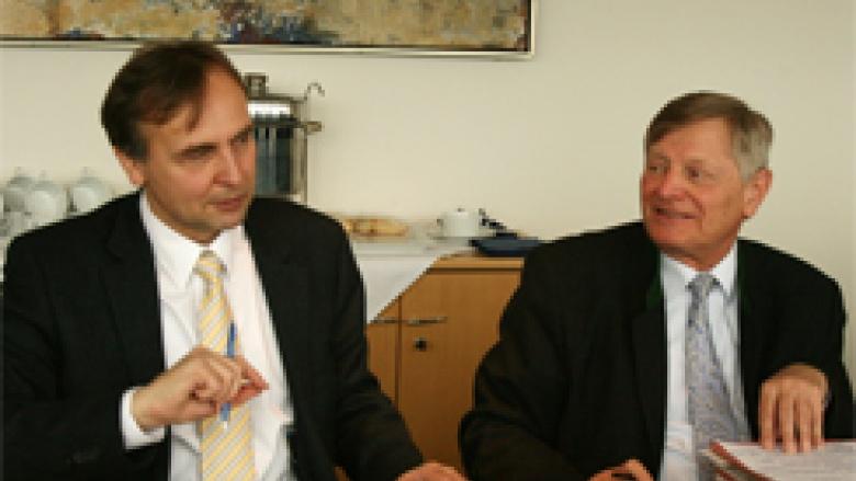Prof. Dr. Manfred Kittel mit Helmut Sauer