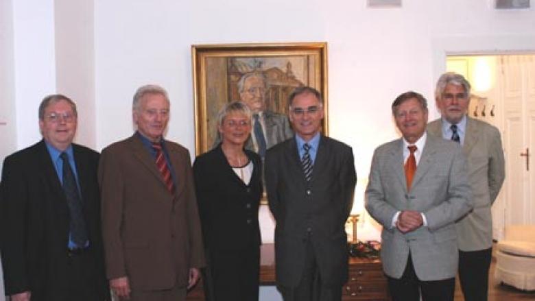 Unser Bild zeigt (v.l.n.r.) Jochen- Konrad Fromme MdB und Erwin Marschewski MdB gemeinsam mit Helmut Sauer (2.v.r ) und Dr. Byrt in der Mitte.