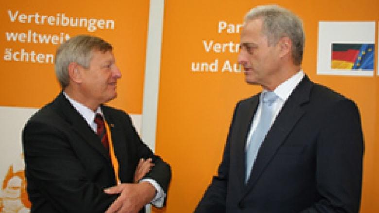OMV-Bundesvorsitzender Helmut Sauer im Gespräch mit dem Vorsitzenden der CSU-Landesgruppe im Bundestag Dr. Peter Ramsauer MdB