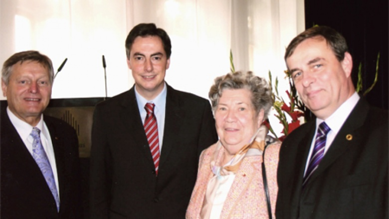 Unser Bild zeigt (v.l.n.r.): Helmut Sauer (Salzgitter), David McAllister MdL (Hannover), Renate Zajaczkowska (Breslau), und Bernard Gaida (Oppeln