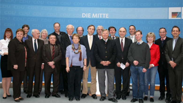 OMV-Bundesvorstand mit Prof. Dr. Manfred Kittel und Dr. Christoph Bergner MdB im Foyer des Konrad-Adenauer-Hauses