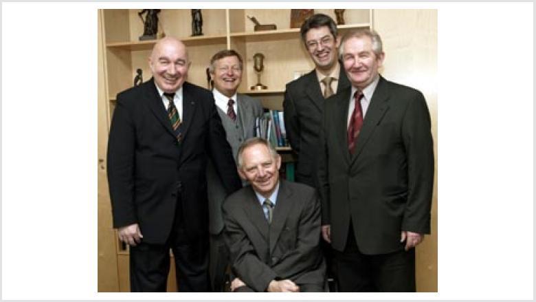 (v.l.n.r.) Henryk Kroll, Helmut Sauer, Dr. Wolfgang Schäuble MdB, Stephan Raabe und Helmut Paisdzior