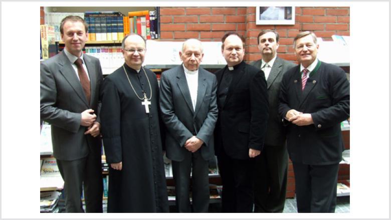 (v.l.n.r.) Norbert Rasch, Bischof Prof. Dr. Andreas Czaja (Oppeln), Prälat Wolfgang Globisch, Pfarrer Dr. Peter Tarlinski (Oppeln), Bernard Gaida, Helmut Sauer