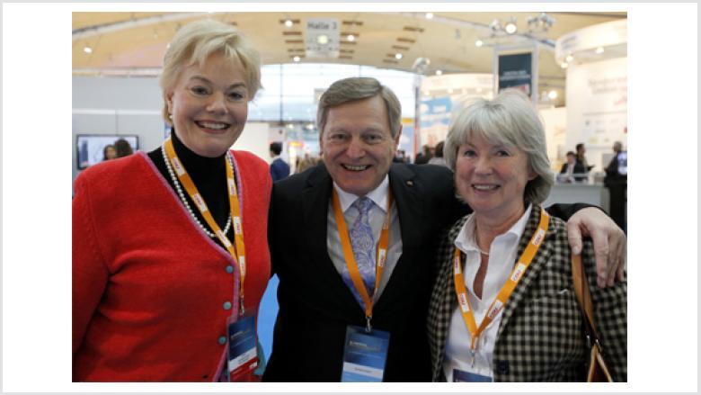 (v.l.n.r.): die Präsidentin des BdV Erika Steinbach MdB, der Bundesvorsitzende der OMV Helmut Sauer (Salzgitter) und OMV-Bundesvorstandsmitglied Gudrun Osterburg MdL