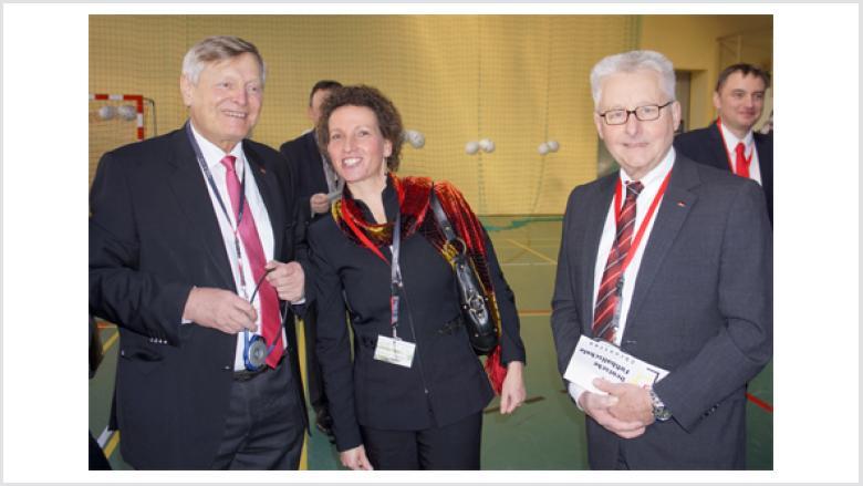 Gemeinsam für Schlesien aktiv: Helmut Sauer mit der Konsulin Sabine Haake und Helmut Nowak MdB