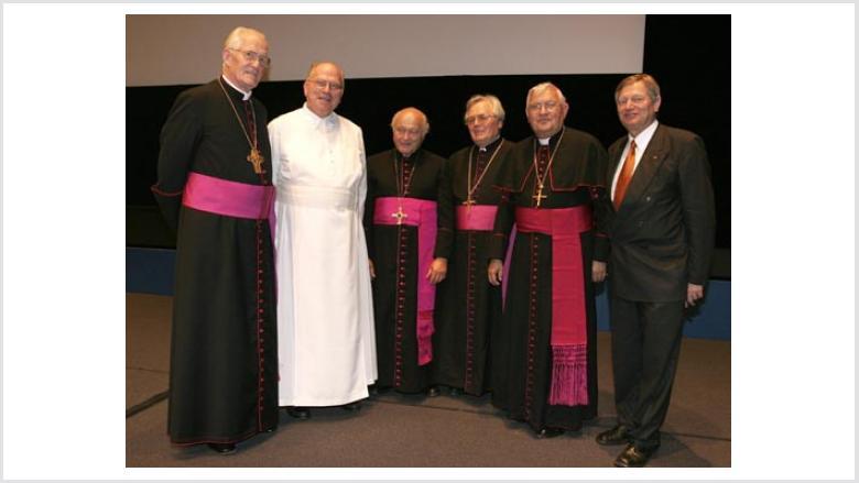 v.l.n.r. Visitator Prälat Dr. Grocholl, Visitator Pater Schlegel, Visitator Prälat Jung, Prälat Johannes Adam, Weihbischof Pieschel, Helmut Sauer