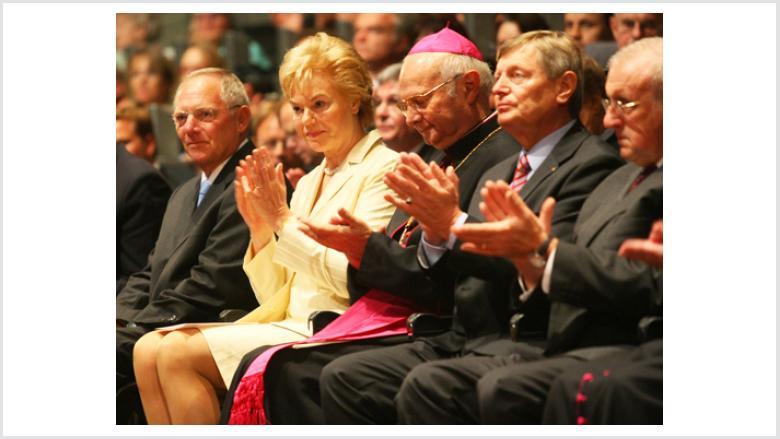 (v.l.n.r.) Bundesinnenminister Dr. Wolfgang Schäuble MdB, BdV-Präsidentin Erika Steinbach MdB, Vorsitzender der Deutschen Bischofskonferenz Erzbischof Dr. Robert Zollitsch, BdV-Vizepräsident Helmut Sauer, BdV-Vizepräsident Adolf Fetsch, Sprecher der Deuts