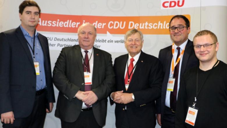 Helmut Sauer mit Heinrich Zertik MdB, dem Vorsitzenden des Netzwerks Aussiedler in der CDU, am Aussiedler-Stand