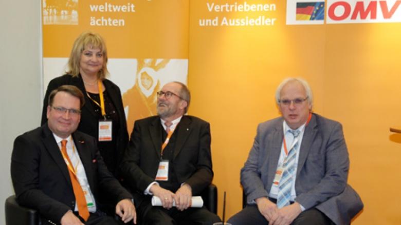 (v.l.) Stadtverbandsvorsitzender Markus Patzke (Lippstadt), Iris Schumann (Berlin), Hans-Jürgen Thieß, Bundestagswahlkandidat für den Wahlkreis Soest und Hauptgeschäftsführer Klaus Schuck