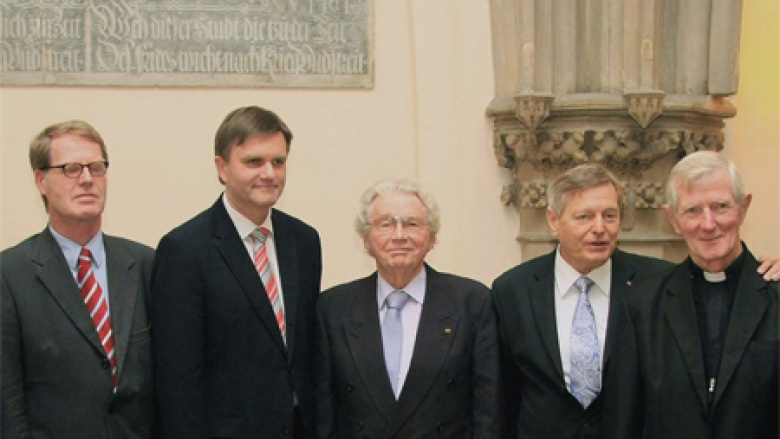 (v.l.n.r.) Generalkonsul Bernhard Brasack, Innenminister Uwe Schünemann MdL, Alt-Oberbürgermeister Rudolf Rückert (Salzgitter), den Sprecher der Schlesier Helmut Sauer (Salzgitter) und den Apostolischen Protonotar Paul Pyrchalla (Gleiwitz O/S).
