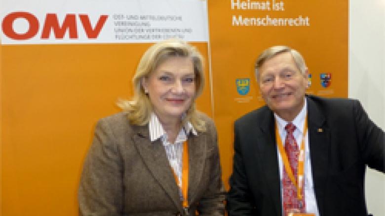 Landesbeauftragte der Hessischen Landesregierung für Heimatvertriebene und Spätaussiedler Margarethe Ziegler-Raschdorf mit Helmut Sauer