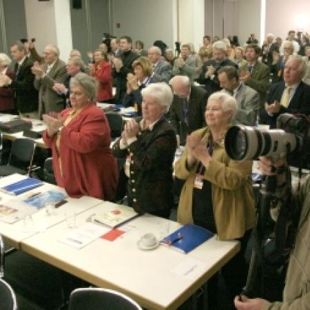 Delegierte danken Dr. Angela Merkel für ihre Rede