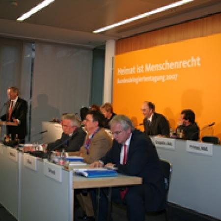 Bundesvorsitzender Helmut Sauer und Tagungspräsidium
