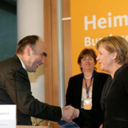 Bundeskanzlerin Dr. Angela Merkel dankt Dr. Christoph Bergner