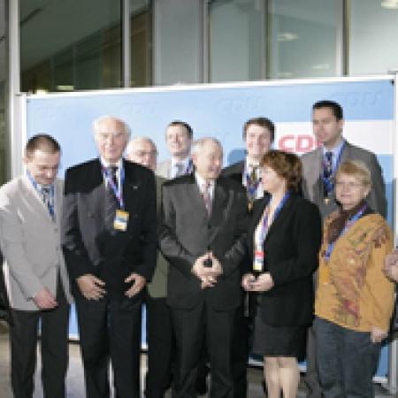 Der Bayerische Ministerpräsident mit Helmut Sauer und den Delegierten der UdV Bayern
