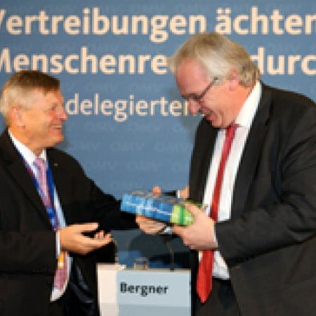 Helmut Sauer dankt Hauptgeschäftsführer Klaus Schuck