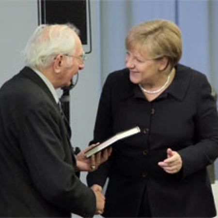 Angela Merkel gratuliert Dr. Sieghard Rost zum 90. Geburtstag