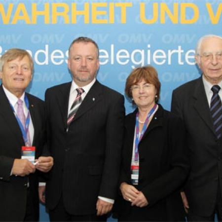 Helmut Sauer mit den bayerischen Delegierten