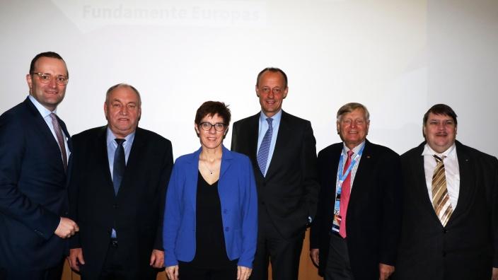 Gruppenfoto mit Kandidaten