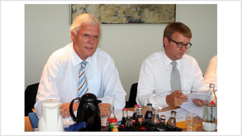 OMV-Landesvorsitzender NRW und Mitglied der Grundsatzkommission, Staatssekretär Dr. Peter Paziorek (links) mit dem Generalsekretär der CDU, Ronald Pofalla