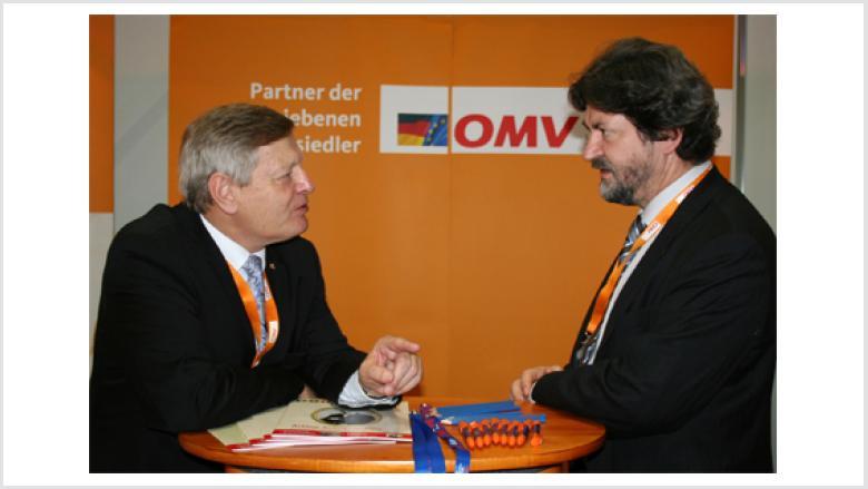 Helmut Sauer im Gespräch mit dem in Oppeln gebürtigen Berliner Europaabgeordneten Joachim Zeller MdEP.