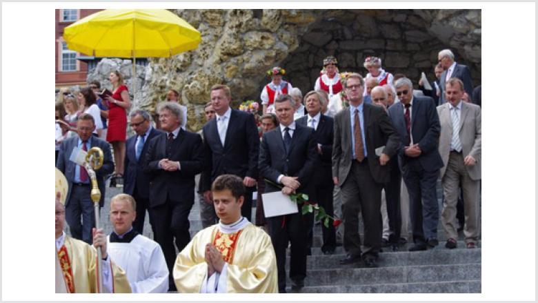 Vorne links: Bischof Prof. Dr. Czaja, 2.Reihe v.l.n.r.: Ryszard Galla, Josef Sebesta, Henrik Siedlaczek, Ryszard Wilczynski, Tomasz Siemoniak, Helmut Sauer, Bernhard Brasack, Peter Eck und Leonard Malcharczyk.